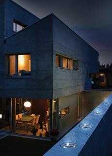 Mattoni fotovoltaici in vetro e led - Luci esterne casa ...
