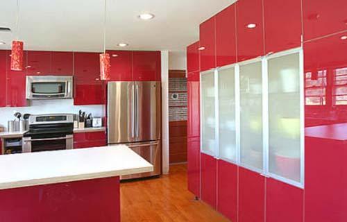 cucina laccata. cucina moderna aperta sul soggiorno con ...