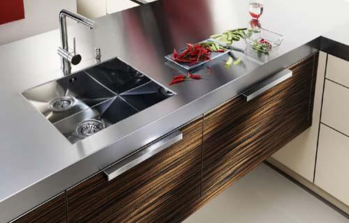 Cucine moderne consigli e tendenze arredo cucina - Cucina acciaio e legno ...