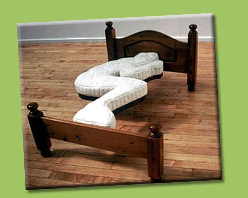 lampadari strani : Quando i problemi non vuoi prender di petto, dormici sopra in una ...