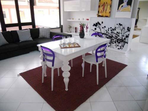 Sedie da scrivania viola design casa creativa e mobili - Sedie colorate per cucina ...